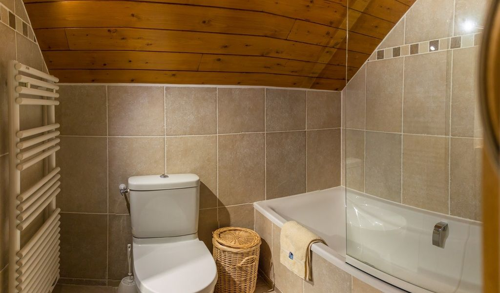 Bedroom 6 bathroom  2