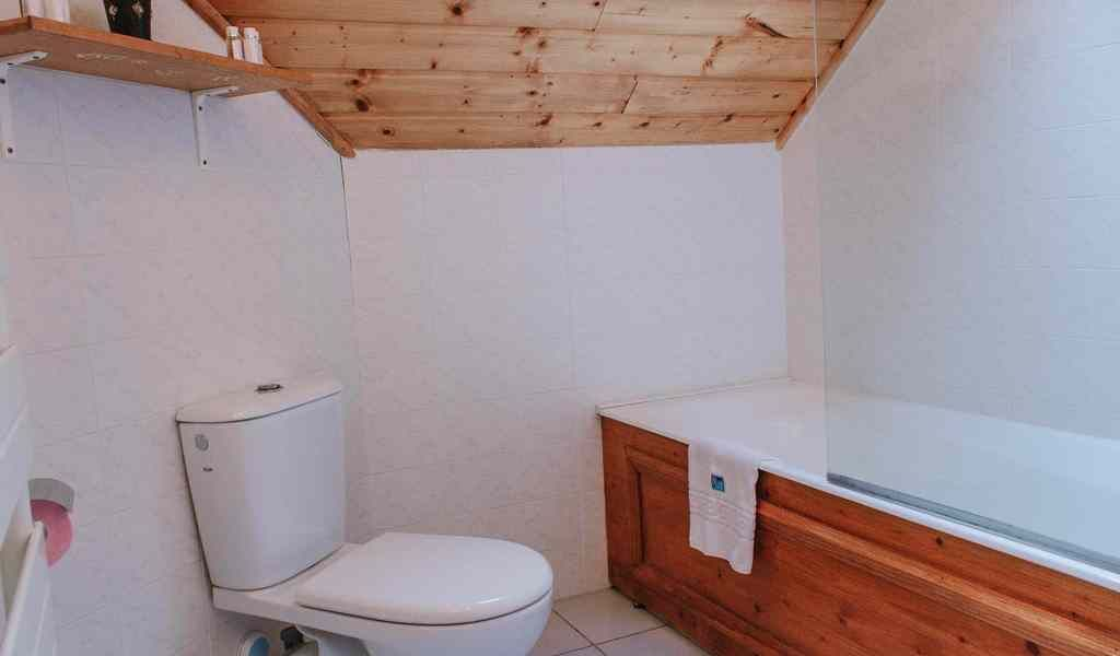 WEST Bedroom 4 bathroom  1