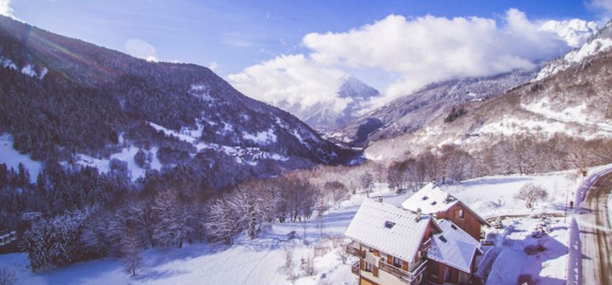 8 Reasons Why Vaujany Is The Perfect Ski Holiday Destination For 50+ Couples And Families