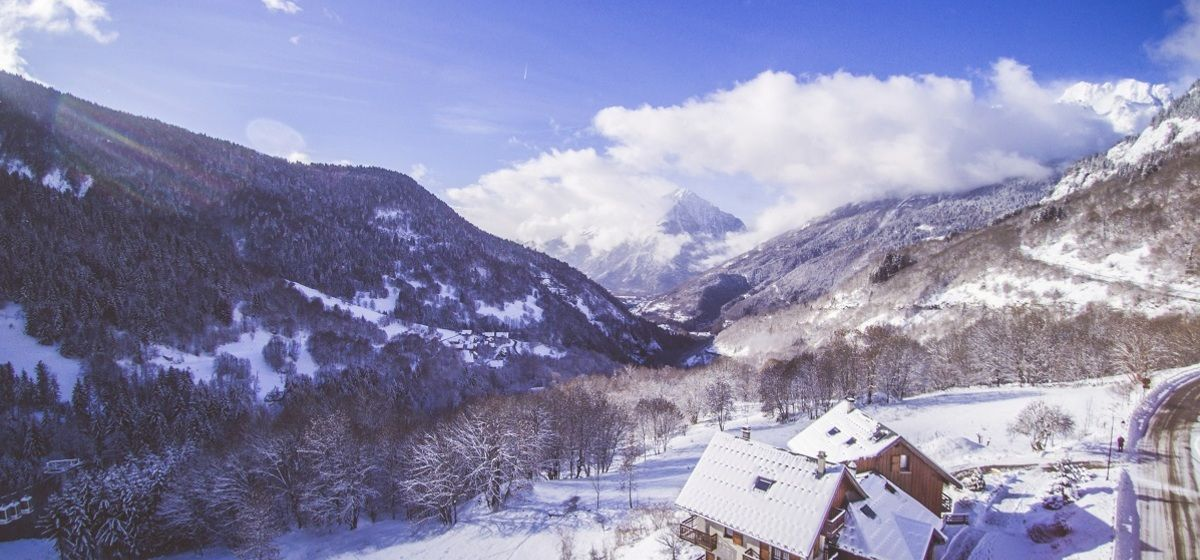 8 Reasons Why Vaujany Is the Perfect Ski Holiday Destination for 50+ Couples